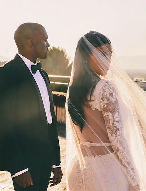 Get Kim Kardashians Wedding Makeup On The High Street We Ve Discovered All The Beauty Produc Kardashian Wedding Kim Kardashian Wedding Gorgeous Wedding Makeup