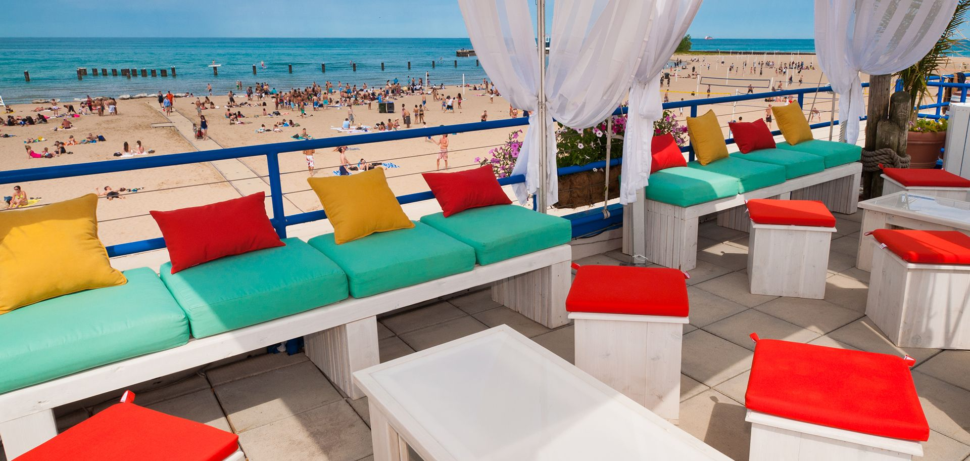 Castaways Bar And Grill Is The Best Beach On North Avenue In Chicago For Great Food Ice Cold Drinks