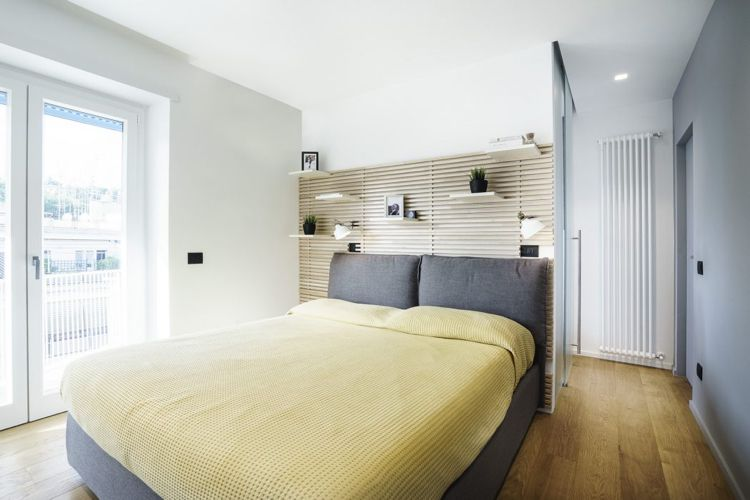 Schlafzimmer Bettkopfteil Holz Latten Dekoration Holzboden