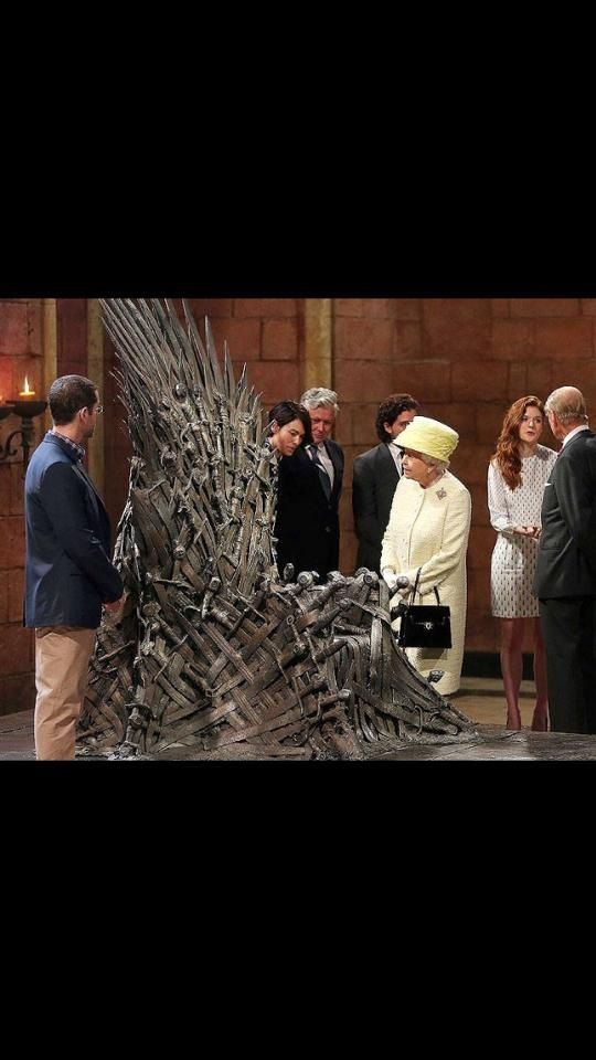 Liz Eyes It Off Game Of Thrones Set Game Of Thrones Meme Game Of Thrones Funny