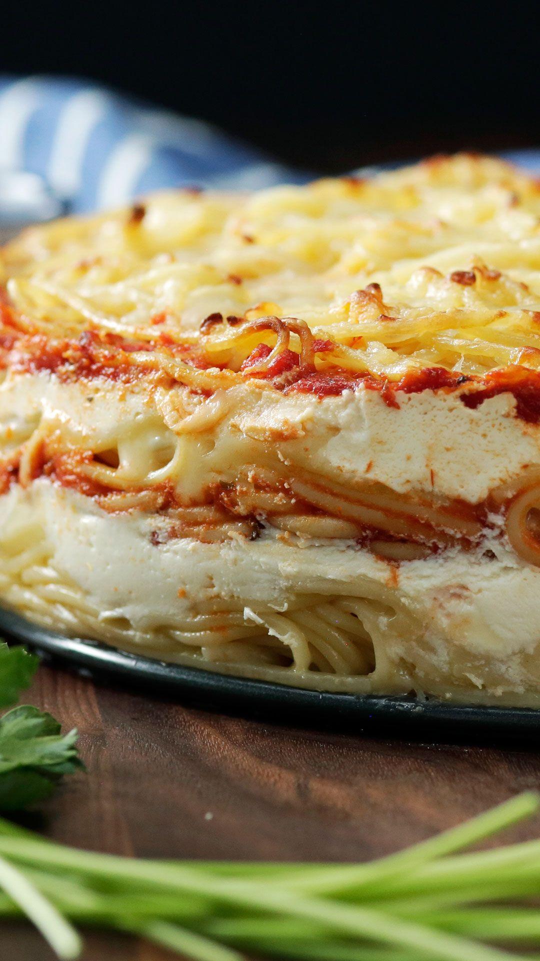 Transformamos unos deliciosos espaguetis en un pastel imperdible. Dos amores en uno!