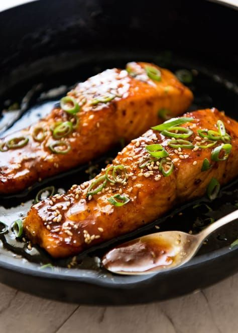 Honey Garlic Salmon (5 Ingredients, 15 Minutes) -  A spectacular way to serve salmon which is crazy