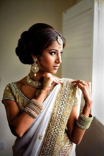 Indische Schönheit Und Ihr Indischer Verehrer