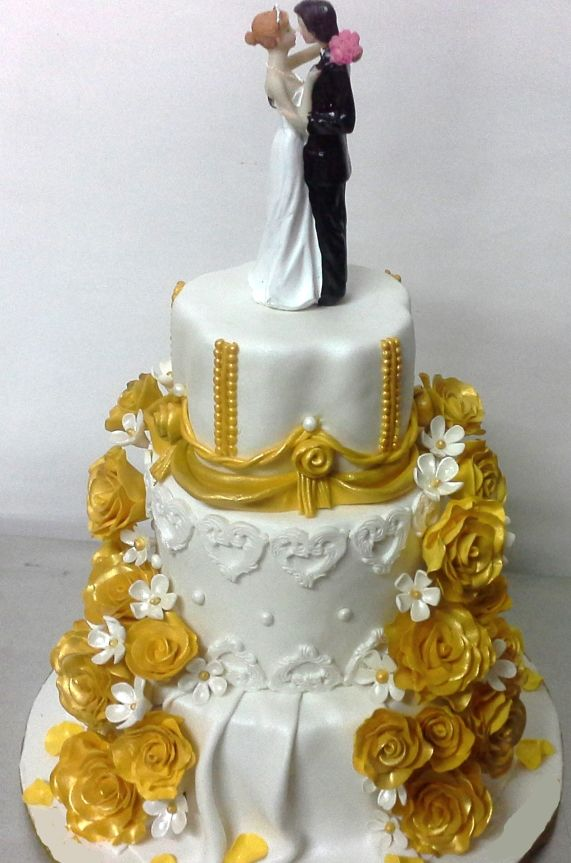 WeddingCakeGoldenWhite Wedding Cakes Pinterest Wedding cake