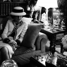 As luxuosas peças tiveram o seu debut no mundo fashionista com  Coco Chanel  e conquistaram a eternidade