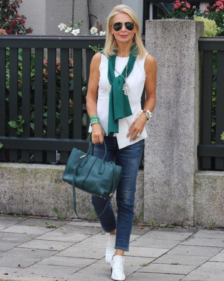 e jeans com uma pitada de branco e o nariz de um piloto durante a semana   - Sommer Mode Ideen -