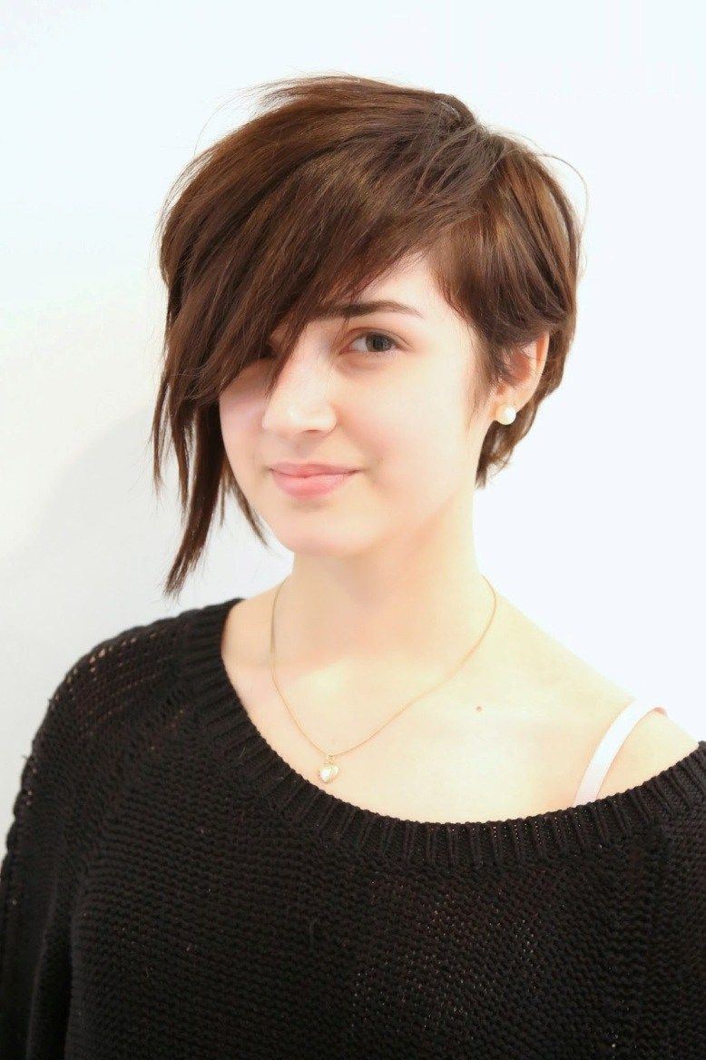 Asymmetrical short hairstyles and haircut ideas for women