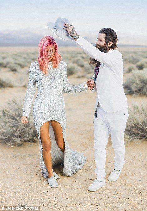 Incredible photos capture Australian couple\'s elopement to Las Vegas