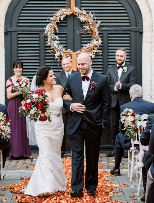 A Fall Inspired January Wedding In Charleston South Carolina At The William Aiken House Phot Charleston Weddings Magazine Charleston Wedding January Wedding