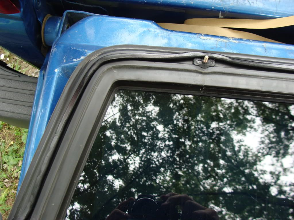 Replacing The Rear Window Seal On A Ford Ranger Took Me About 45 Minutes From Start To Finish Ford Ranger Rear Window Window Leaks