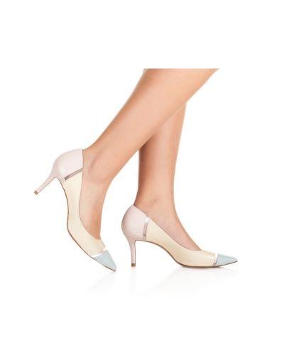 5aac14218b4 Zapatos de salón Pura López con tacón medio en piel y vinilo ...