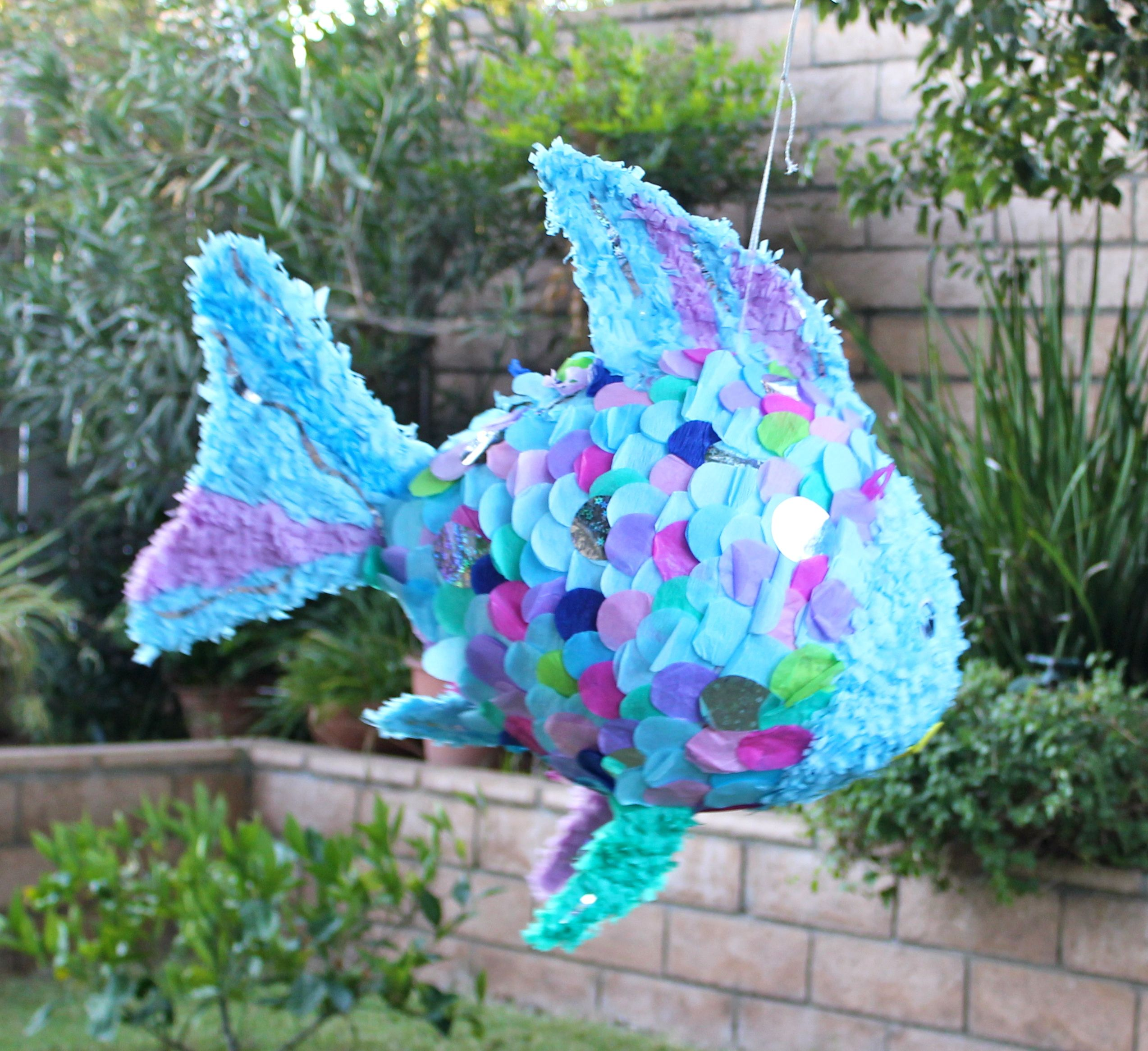 my rainbow fish pinata i was so sad to see it go we. Black Bedroom Furniture Sets. Home Design Ideas