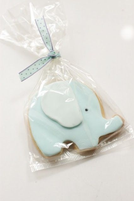 i like the 3D ear effect on this elephant. simple and cute.