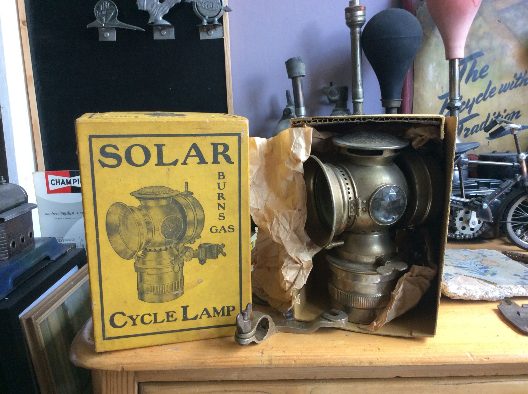 Solar Cycle lamp in original box NOS ca 1923