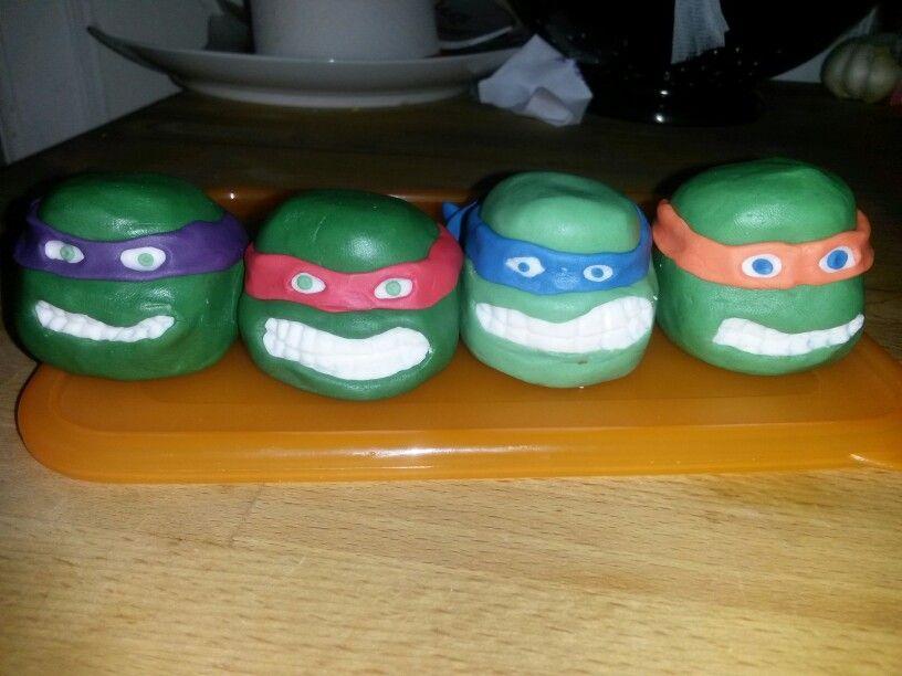 Ninja turtles face in fondant....