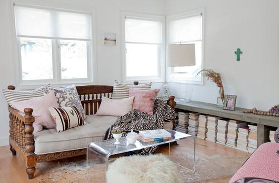 How To Design And Lay Out A Small Living Room | Small ...