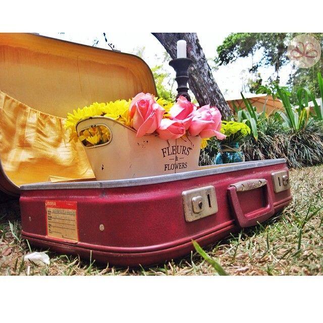 O M  #weddingdecoration #boda #decoracion #vintage #love #amor #photooftheday #flores #flowers #crafts #decolores #caracas #novia #bride #wishtree #picoftheday #venezuela #instabride  #hechoamano #creativo #instalove #instagood #instamood #centrosdemesa #centerpieces #sign #chalkboard #pizarra #message #Padgram