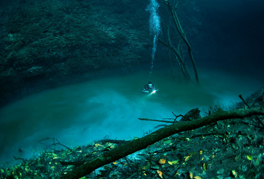 Underwater River At The Bottom Of The Black Sea 9 Mysterious Underwater Objects Very Few People Know About Brai Underwater Underwater City Underwater River