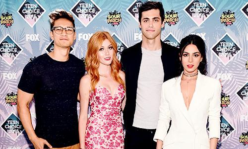Harry Shum Jr., Katherine McNamara, Matthew Daddario and Emeraude Toubia attend Teen Choice Awards 2016 at The Forum on July 31, 2016 in Inglewood, California