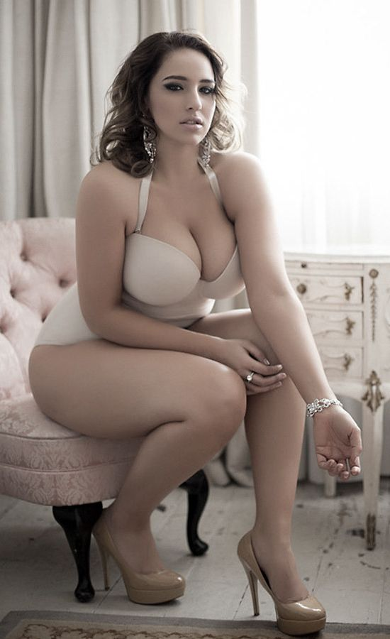 plus size nude curvy voluptuous frauen