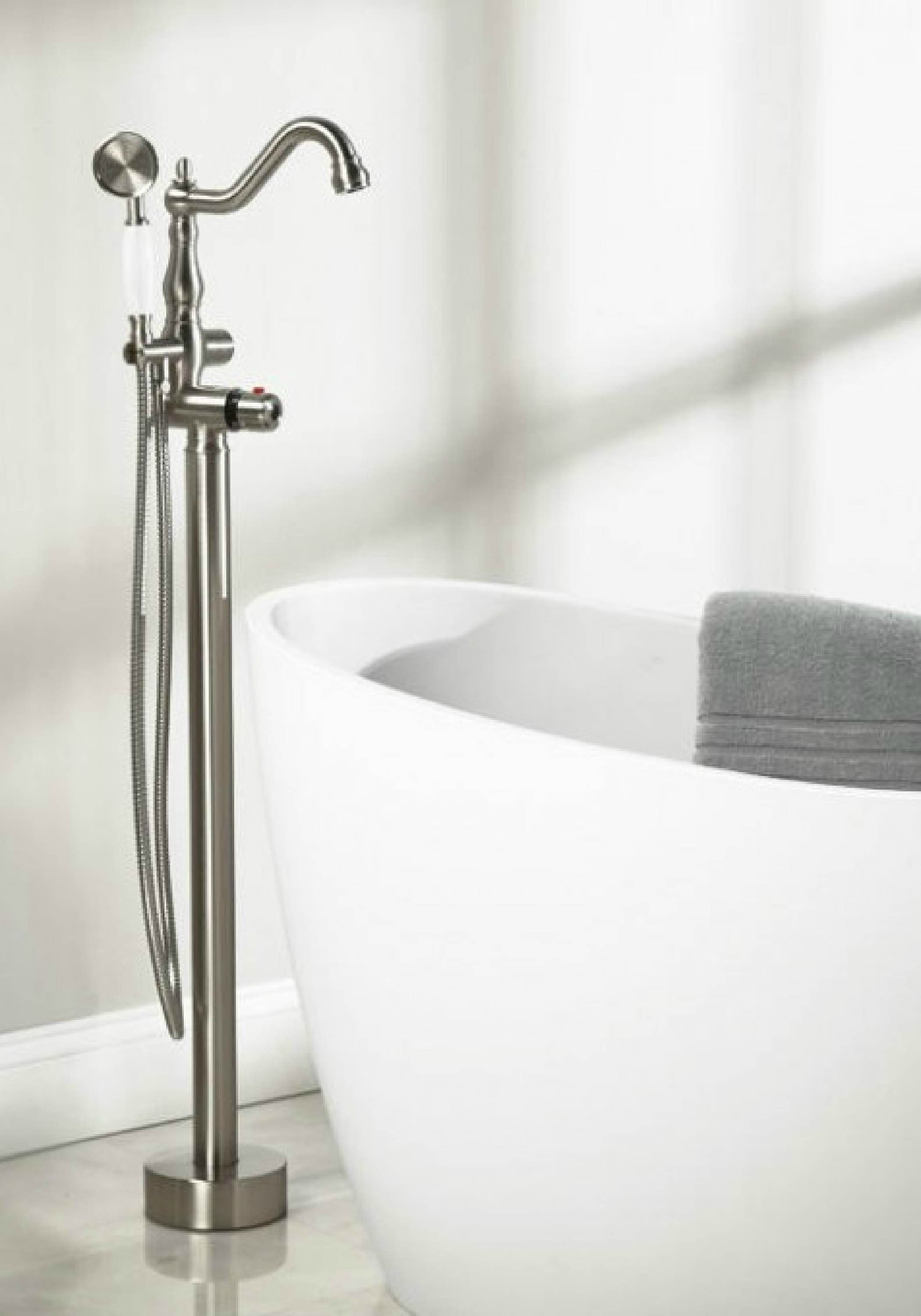Traditional Meets Contemporary Design In This Tub Faucet By