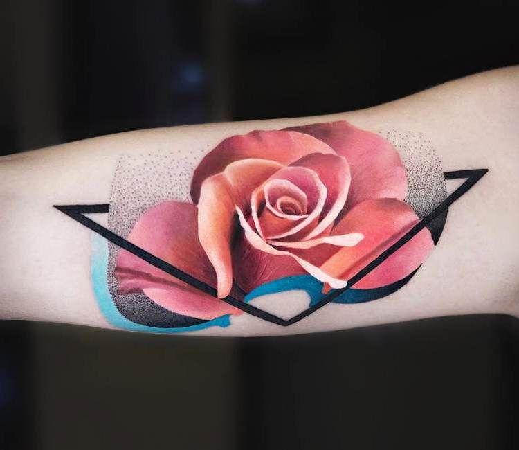 50+ Ideen für Rosen Tattoo – das Symbol der wahren Liebe#tatuajes #coverup #aktieaktie #dövmefikirleri #temporarytattoos #tattoosleeves #tattoovorlagen #trendytattoos #flowertattoos #bilekdövmeleri #weißerose #dövmemürekkebi #tattooarm #schwarzetattoos #koldövmeleri