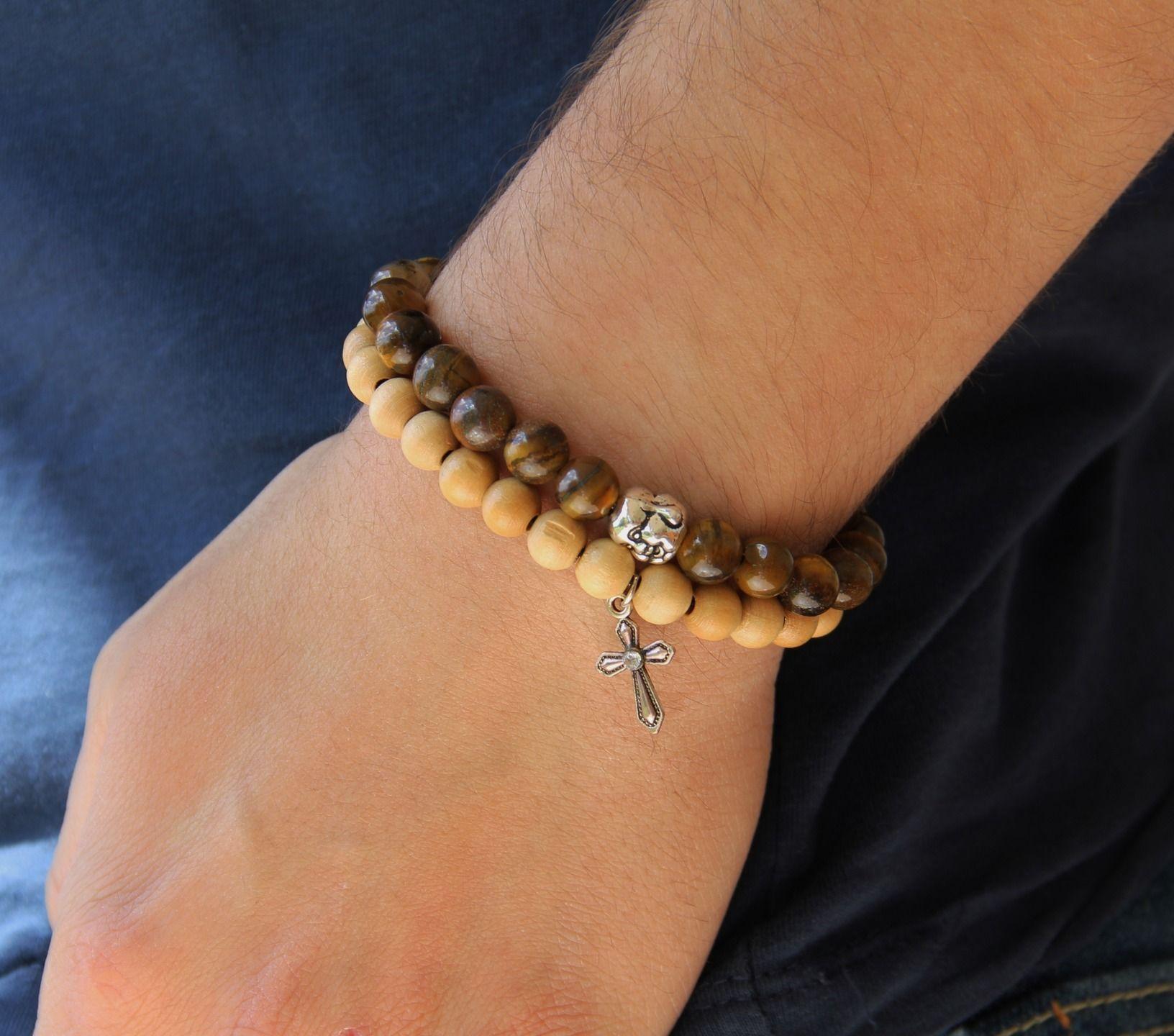 bracelet homme perles en bois et pendentif croix très mode  Bijoux