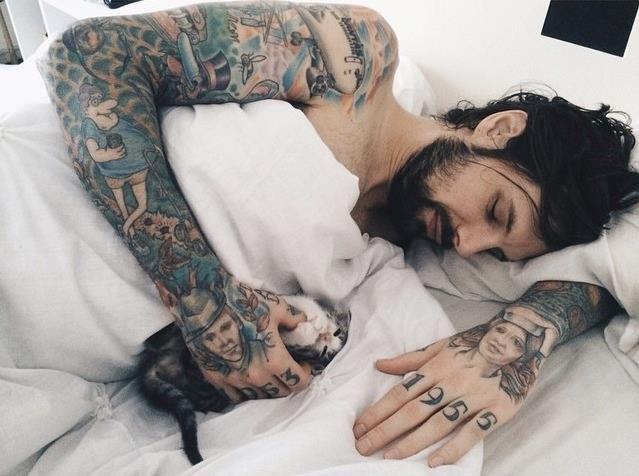 Porqué Nos Gustan Los Chicos Con Tatuajes Y Barba Mujer Pandora