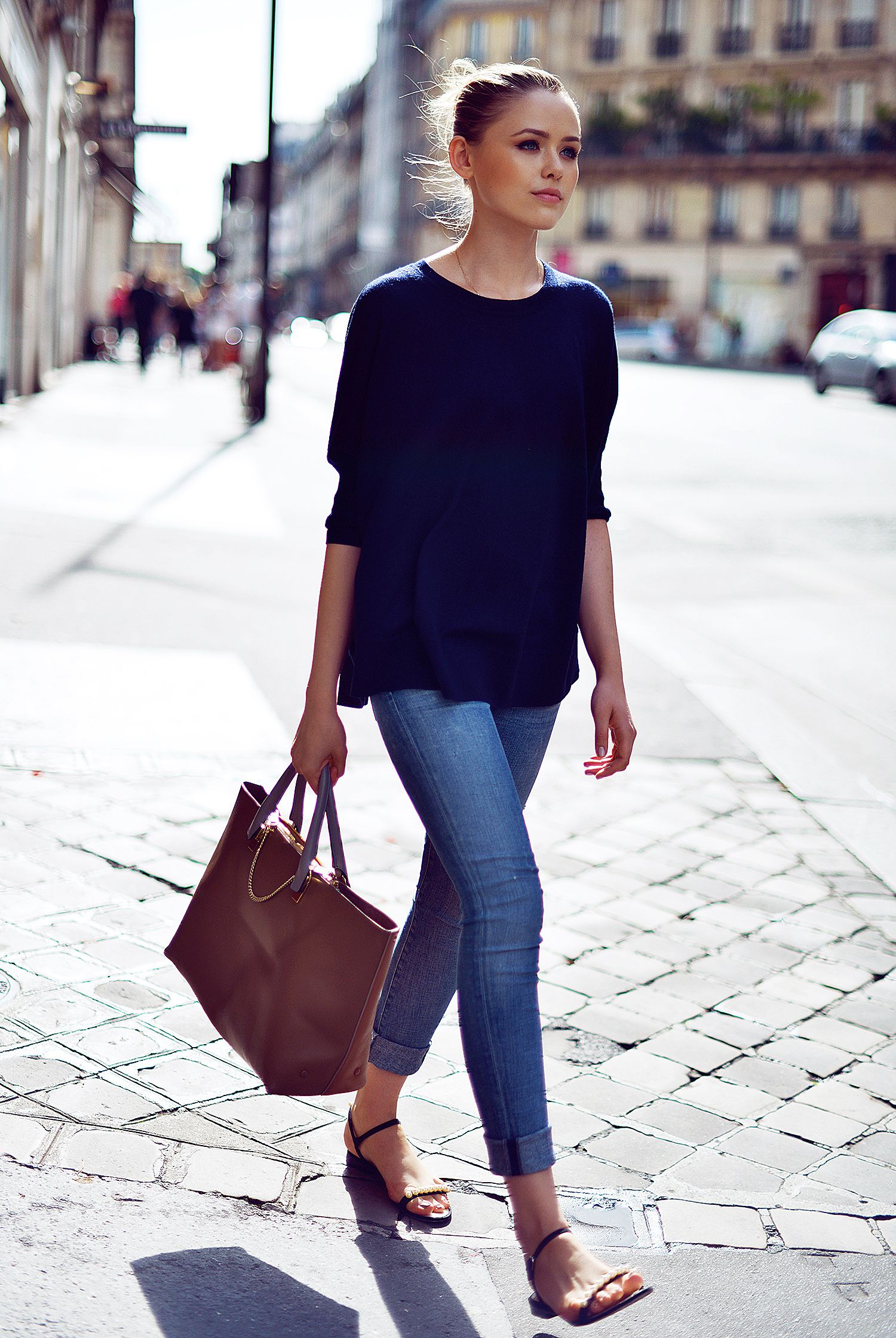 navy top, skinny jeans, flat sandals effortless street