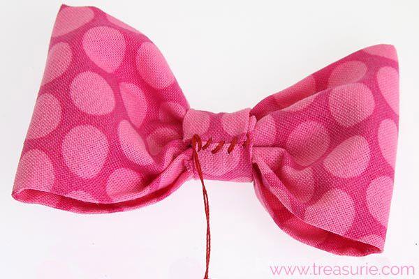 How to Make FABRIC BOWS: DIY Fabric Bows | TREASURIE