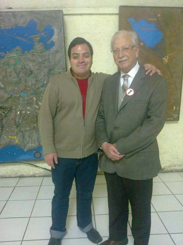 Con el líder histórico de Acción Popular, Allan Kessell del Río. (2013)
