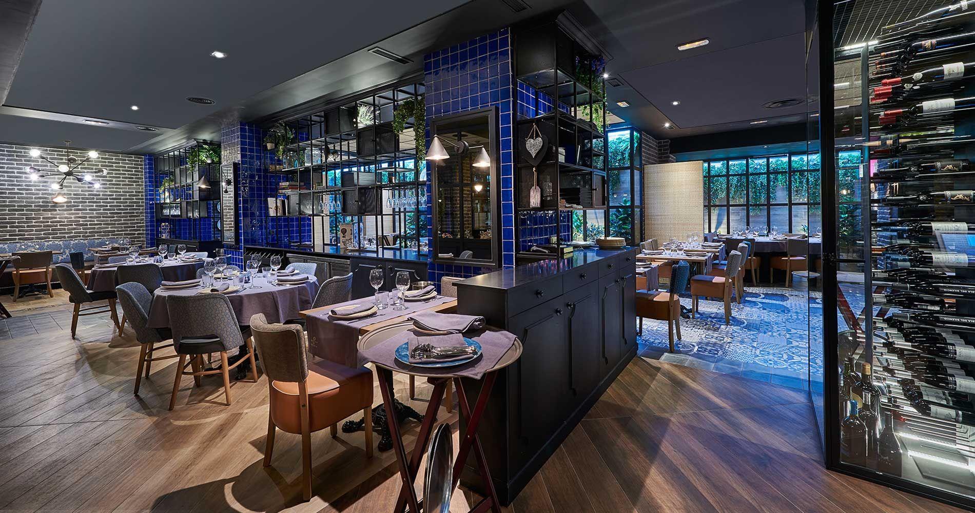 Montes De Galicia El Restaurante Pantone 2020 Restaurantes Pantone Color De Moda