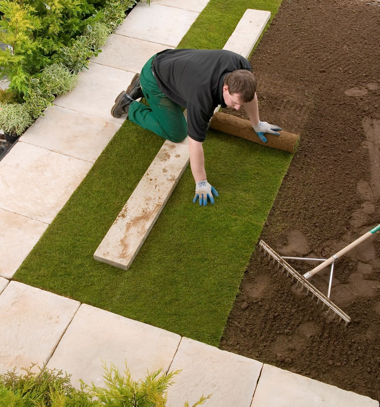 How To Lay A New Lawn Garden Turf Sod Installation
