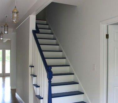 Repeindre Escalier En Bois Couleur Bleu Sur Marche Blanche Hall