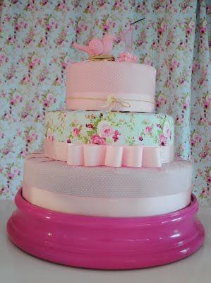 bolo fake, forrado com tecido! ótima ideia e lindo!