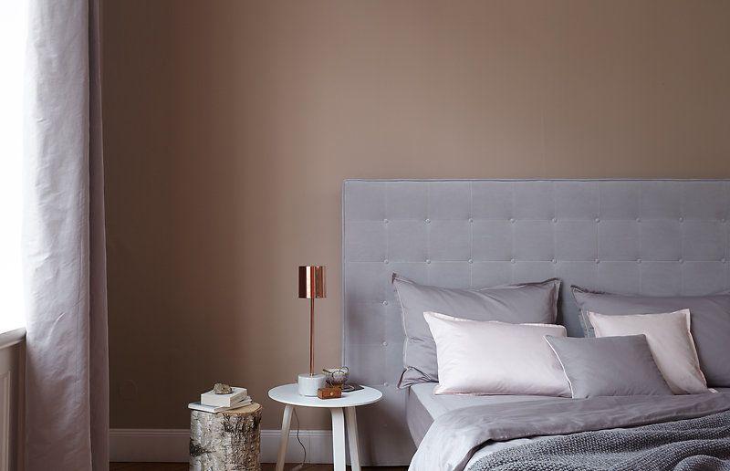 Natürliche Farben passen perfekt ins Schlafzimmer, da von ihnen eine ...