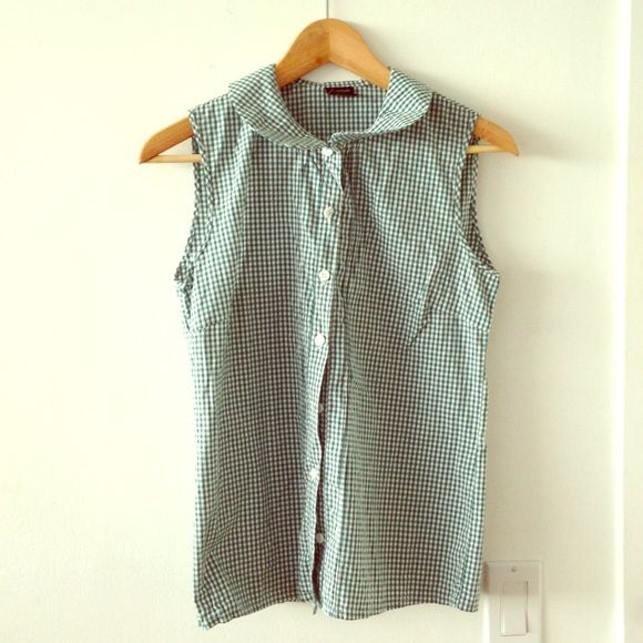 48430f181 Sleeveless gingham blouse in forest. Sleeveless shirt with Peter Pan collar.  From trendy Argentinian brand Agárrate Catalina. New without tags.