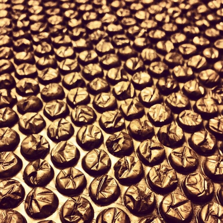 Gold spray painted bubble wrap  | For the Home in 2019