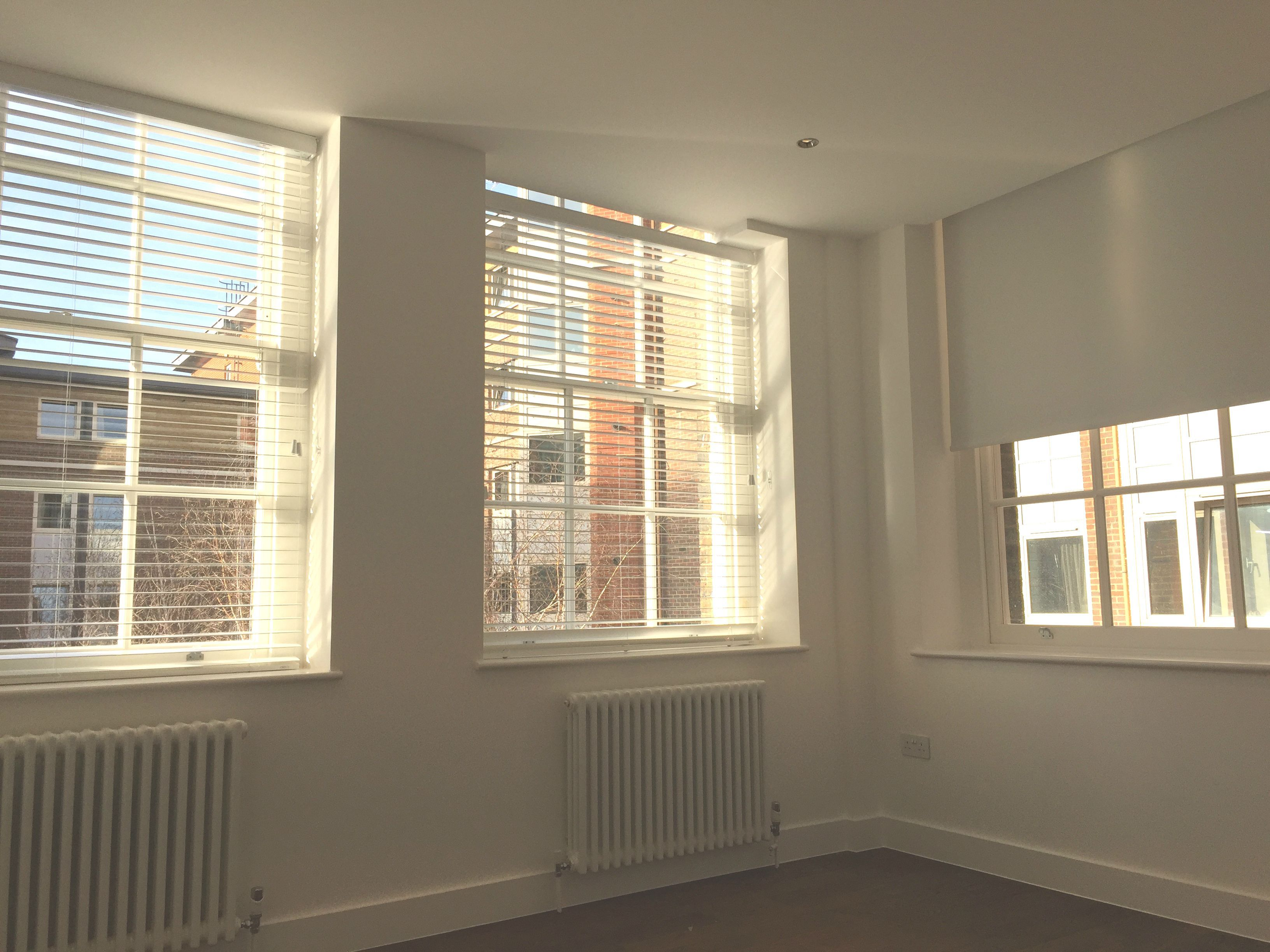 Wood Venetian Blinds In Pure White Colour Fitted To Yoga Studio In London Blinds For Sash Windows Blackout Roller Blind Fitt Home Decorating Diy In 2019