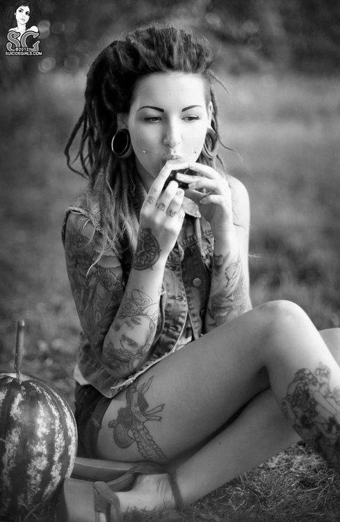 Mod Girls: 80 Fotos de mulheres tatuadas