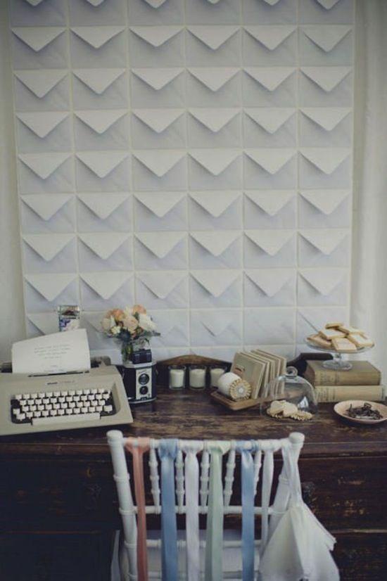 Làm mới bức tường với các phong thư