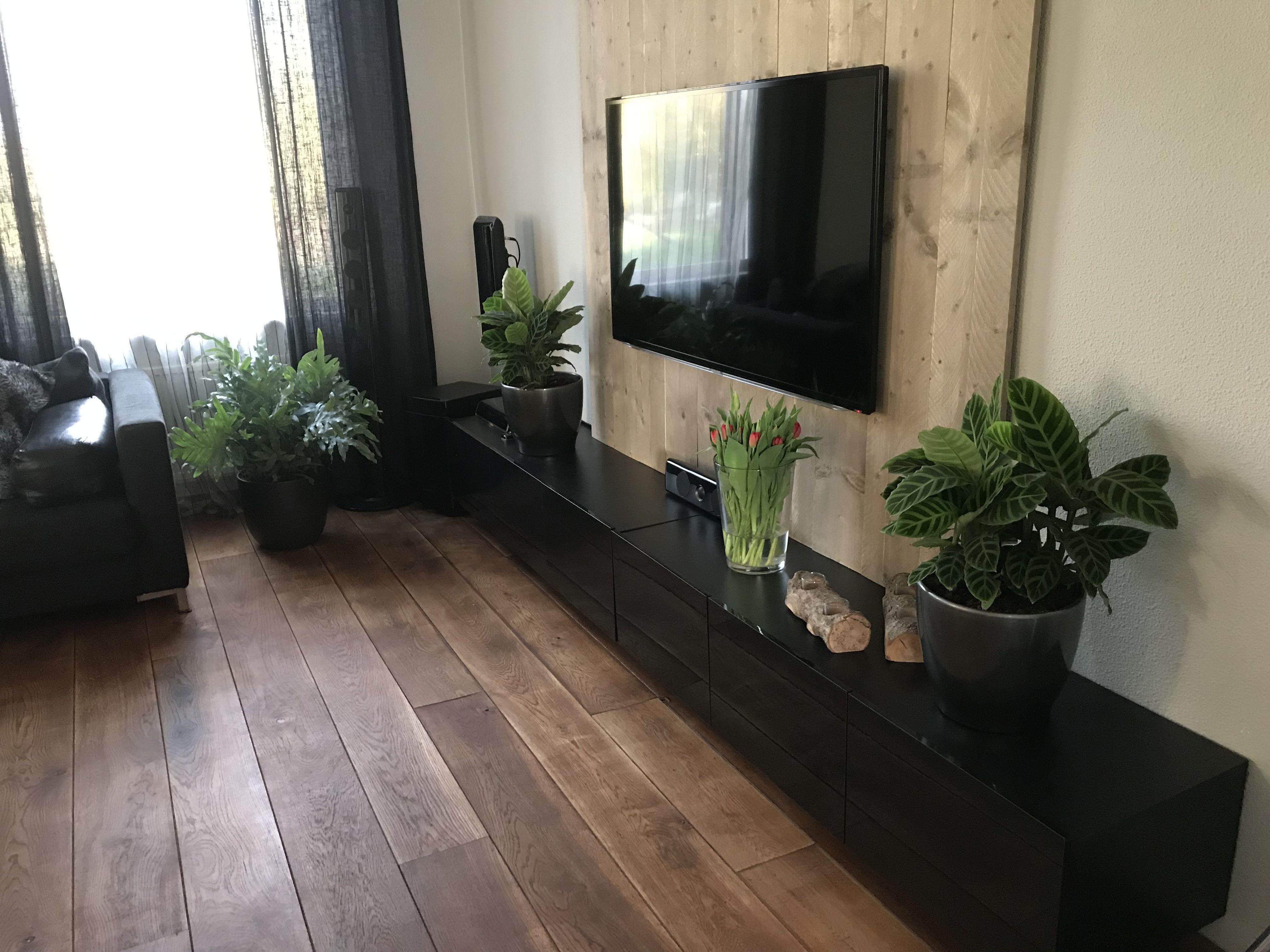 Tv Beugel Voor In Kast.Van Steiger Houten Planken Een Wall Gemaakt Met Tv Beugel En