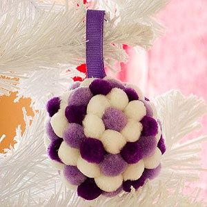 como hacer adornos navideos con pompones