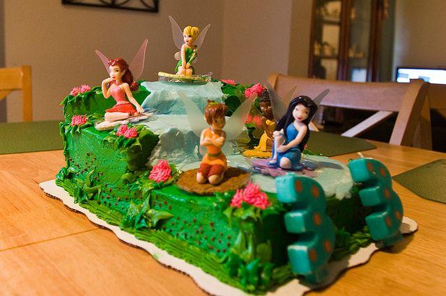 creatively design  Disney fairies cake