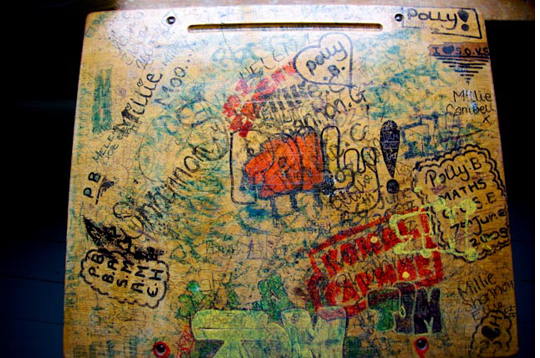 Pin by kristi palser on desktop.. | School desks, Graffiti ...