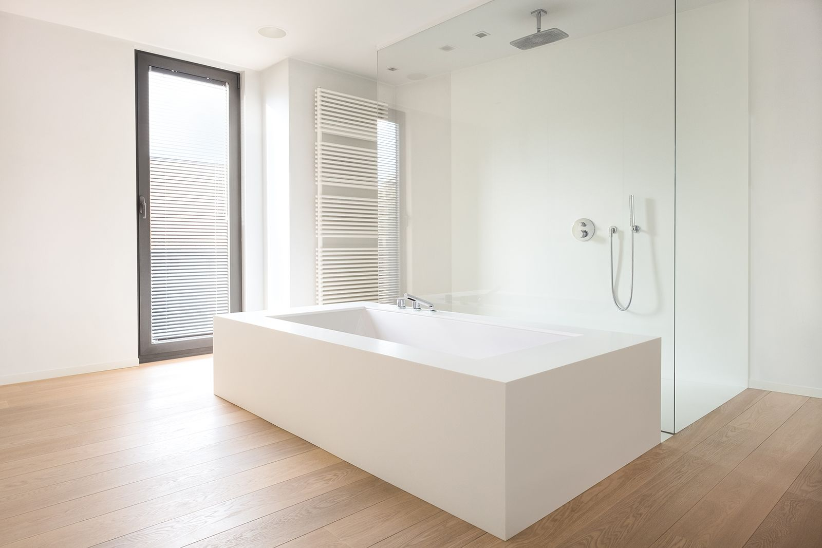 studio edge • interior design • design of a residential bathroom • freestanding bath • www.studio-edge.be