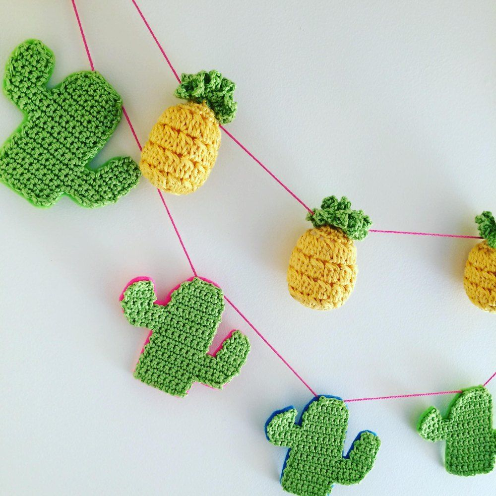 A fun pattern to make kitsch crochet pineapple bunting or a keyring ...