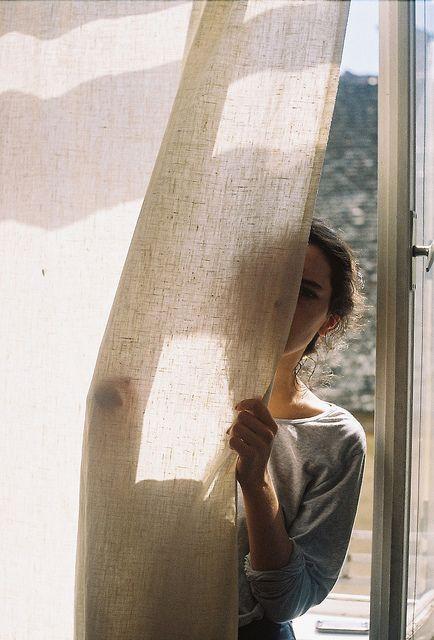 (linen curtains)