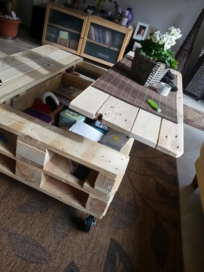 Make a lift top coffee table out of pallets Pallet coffee tables