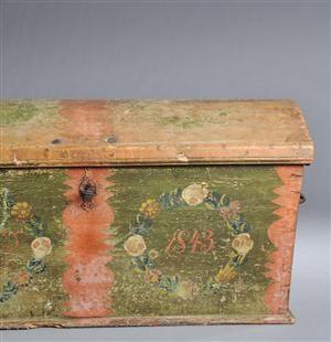 Vara: 3071080Almue kiste af bemalet fyr, 1800-tallet